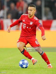 Thiago Alcantara Thomas Muller, Uefa Champions, Cristiano Ronaldo, Munich, Football Players, Reggae, Soccer, Running, Fc Bayern Munich