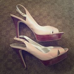 """Nude Guess heels Practically new Guess heels with platform toe. I have worn these maybe twice, as they are just too high for me (I'm 5'9"""", and make me gigantic ). Great pair of shoes looking for a new home. Guess by Marciano Shoes Heels"""