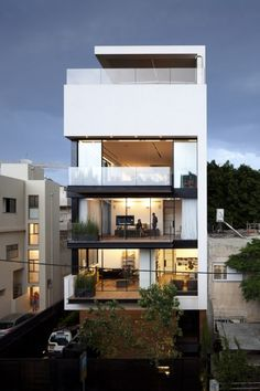 Townhouse 1 in Tel Aviv by Pitsou Kedem Architects