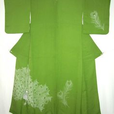 Moosgrüner Houmongi mit Pfauenmotiv // moss green houmongi with peacock motif © KIMONO-KIMONO