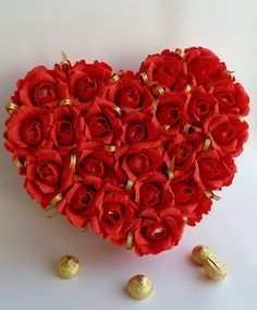homemade Valentine's Day gift chocolate bouquet crepe paper red roses