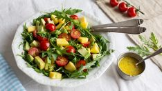 Mango-Avocado-Salat Recipes from various programs, categories and regions for cooking. Mango Salat, Avocado Salat, Sweet Potato Chili, Sweet Potato Noodles, Healthy Eating Tips, Healthy Nutrition, Law Carb, Peanut Curry, Lentil Meatballs