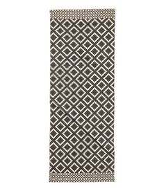 Kolla in det här! En rektangulär matta i vävd bomullskvalitet med tryckt mönster på ovansidan. - Besök hm.com för ännu fler favoriter.