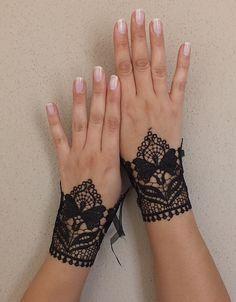 Black Wedding Cuffs, lace gloves, Fingerless Gloves, black, wedding gown, cuffs, cuff wedding bride, bridal gloves, halloween