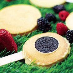 Cool idea for a party: Pancake and Oreo Lollipops by BFF