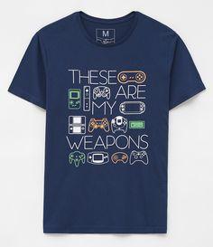 Camiseta masculina  Manga curta  Com estampa  Marca: Blue Steel  Tecido: meia malha  Composição: 100% algodão  Modelo veste tamanho: M     Medidas do Modelo:     Altura: 1,87m    Tórax: 101    Cintura: 83    Quadril: 101     COLEÇÃO INVERNO 2017     Veja outras opções de   camis     etas      masculinas.