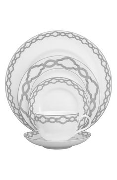 - A fine china place setting with a metallic medallion border channels the elegant, feminine aesthetic that Monique Lhuillier and Waterford are known for, while adding a classic yet contemporary eleme