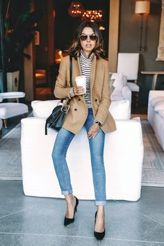 aviator sunglasses, striped turtleneck, camel blazer, cuffed jeans and black pumps // casual chic style Daily Fashion, Fashion Mode, Fashion Trends, Latest Fashion, Net Fashion, Fashion Ideas, Fashion 2018, Fashion Bloggers, Fashion Tips