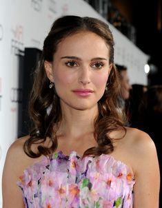 Natalie Portman Half Up Half Down - Natalie Portman showed off her honey brown curls while attending the AFI Fest in Hollywood. Her center part curls were the perfect complement to her rosy lip gloss.
