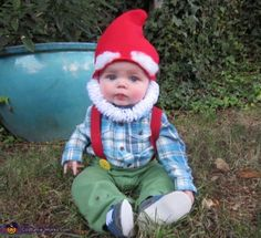 15 halloween costumes for kids/girl!DIY Halloween costumes for kidsno sewing necessary! internet at large there are so many great ideas for DIY Halloween costumes out there. Garden Gnome Halloween Costume, Halloween Costumes To Make, Halloween Costume Contest, Costume Ideas, Baby Gnome Costume, Halloween Costumes For Babies, Halloween Photos, Halloween Parties, Baby Chucky Costume