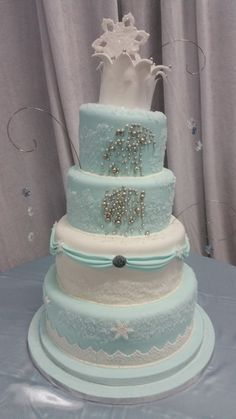 Snowflakes and Swarovski crystals adorn this beautiful winter cake. Custom Cakes, Yummy Cakes, Snowflakes, Swarovski Crystals, Wedding Cakes, Baking, Winter, Desserts, Beautiful