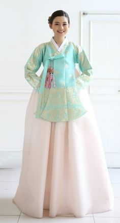 Seodamhwa - Wedding pastel colors Hanbok designed by Song Hye-Mi - Traditional Korean Clothing (photo cropped)