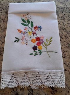 Embroidery Flowers Pattern, Hand Embroidery Stitches, Crewel Embroidery, Hand Embroidery Designs, Ribbon Embroidery, Flower Patterns, Cross Stitch Embroidery, Creative Embroidery, Simple Embroidery