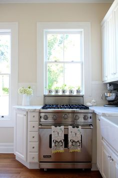 Love the way this small kitchen was custom remodeled to make most of the space. Looks cozy, but not cramped!
