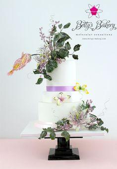 "Wedding Cake ""Hummingbird"""
