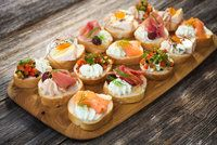 Finger foods have been around for a long time and over the years; Find out how finger food has evolved List Of Appetizers, Easy Appetizer Recipes, Healthy Appetizers, Ideas Para Canapés, Silvester Snacks, Savory Tart, Finger Foods, Catering, Appetizer Recipes