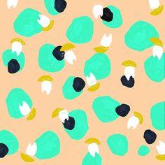 Cool dots / Des beaux pois, Hannah Lee at Design*Sponge Textures Patterns, Fabric Patterns, Color Patterns, Print Patterns, Caravan Paint, Hannah Lee, Pattern Illustration, Blog Design, Surface Pattern Design