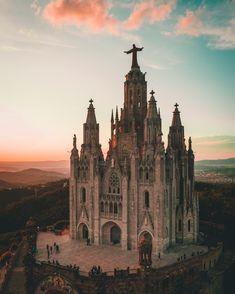 Barcelona Guide, Barcelona City, Barcelona Travel, Barcelona Cathedral, Barcelona Sights, Best Places To Travel, Places To Visit, Barcelona Pictures, Travel Accessories