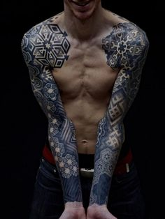Can you spot the hexagons contributing well to this sick geometric sleeve tattoo?! :-O Tattoo by @xnazax