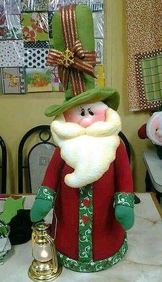 Resultado de imagen para muñecos navidad alejandra sandes Felt Christmas Decorations, Felt Christmas Ornaments, Christmas Stockings, Christmas Crafts, Holiday Decor, Christmas Makes, Christmas Holidays, Decor Crafts, Diy And Crafts