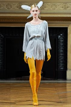 The complete Alexis Mabille Fall 2011 Couture fashion show now on Vogue Runway.