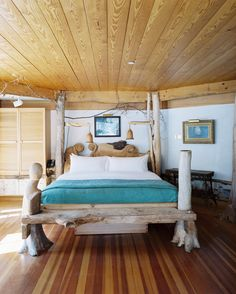 The Pitcher Inn located in Vermont is known to be one of America's coziest and most romantic hotels. Best Romantic Getaways, Romantic Travel, Country Bedding, Honeymoon Spots, Victorian Cottage, Beautiful Interior Design, Need A Vacation, Future Travel, Most Romantic