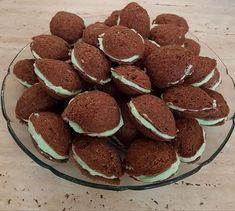 Ki ne szeretné ezt a különleges finomságot? Hungarian Desserts, Wedding Desserts, Sweet Desserts, Winter Food, Macarons, Nutella, Meal Prep, Food And Drink, Favorite Recipes