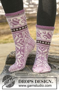 """Snow Lily - Knitted DROPS socks in Norwegian pattern in """"Karisma"""". Snow Lily - Knitted DROPS socks in Norwegian pattern in """"Karisma"""". - Free pattern by DROPS Design. Knitting Designs, Knitting Patterns Free, Free Knitting, Free Pattern, Crochet Socks, Knitting Socks, Knit Crochet, Knit Socks, Booties Crochet"""