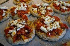 Pizzaboller med mozzarella, chorizo og pesto // Pizza rolls with mozzarella, chorizo and pesto