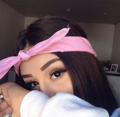 Me parecia a ariana grande - Fotos Sola Girl Photography Poses, Tumblr Photography, Snapchat Picture, Bandana Hairstyles, Pink Hairstyles, Instagram Pose, Selfie Poses, Cute Poses, Insta Photo Ideas