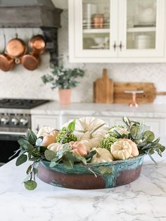 It's not fall if we aren't taking filling bowls with pumpkins & florals! This post is going to show you how to style a dough bowl for your fall tablescape and this would be the perfect decor for a wine & cheese night table outside or a great addition to your bar in your kitchen. Place these anywhere in the home to bring more fall decor throughout the space. Thanksgiving Diy, Thanksgiving Tablescapes, Thanksgiving Decorations, Table Decorations, Country Fall Decor, Fall Home Decor, Autumn Room, Halloween Buffet, Pumpkin Flower