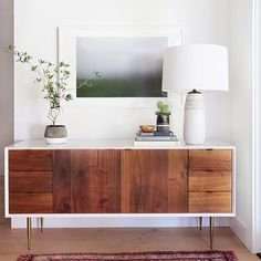 A mix of modern and vintage seen in this beauty! . Credit: Amber Lewis of Ambers Interiors . . . . . #designer #design #remodel #interiordesign #interiorstyling #interiordesigner #wood #lacquer #furniture #wood #walnut #brass #modern #vintage #woodworking #make #makersgonnamake #makersmovement #makingfactory #create #sandiego #oceanside #oceanbeach #lajolla #delmar #miramesa #vista #carlsbad #encinitas #lajollalocals #sandiegoconnection #sdlocals - posted by The Maketory…