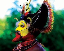 The traditional dress - or bilas - of Papua New Guinea varies from village to village. We love the vibrancy and intricacy of these particular bilas! http://www.papuanewguinea.travel/papuanewguineaculture