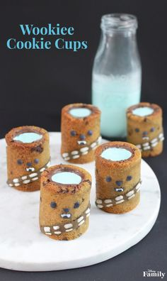 We have the perfect 'Star Wars' dessert to serve up. These Wookiee Cookie Cups — filled with blue milk — are sure to delight Chewbacca fans of all ages. Star Wars Themed Food, Star Wars Food, Star Wars Party, Disney Desserts, Disney Snacks, Disney Food Recipes, Wookie Cookies, Chocolate Chip Cookie Cups, Comida Disney