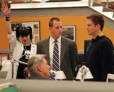 Abby, McGee, & DiNozzo talking to Gibbs in the bullpen
