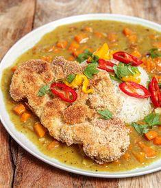Imádom a karfiolt, főleg indiai jellemvonásokkal elkészítve, ezért elég sűrűn készítem. Ha választanom kell, akkor nálam a ropogós karfiolkatsu isteni zöldséges curryvel a best of. Na meg persze pergős basmati rizs mellé…Így nem nagyon bírtam ki, hogy ne mutassam meg nektek ezt a kis szépséget. Ja… Chili, Curry, Ethnic Recipes, Food, Turmeric, Curries, Chile, Essen, Meals