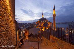 The Mihrimah Sultan Mosque | Üsküdar Mihrimah Sultan camii, restorasyon sonrası. The Mihrimah Sultan Mosque (Iskele Mosque, Turkish: Mihrimah Sultan Camii, İskele Camii) is an Ottoman mosque located in the historic center of the Üsküdar municipality in Istanbul, Turkey.