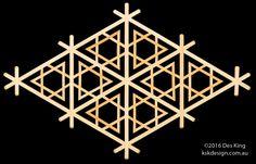 Yukigata kikkō Japanese Woodworking Tools, Woodworking Projects, Flower Window, Hexagon Pattern, Wood Steel, Japanese Design, Wood Carving, Wood Art, Wood Projects