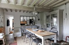 Decorate a home in modern rustic style dining room raw beam ceiling Shabby Home, Houses In France, Low Ceiling, Deco, House Interior, Modern Rustic Decor, Home, Home Deco, Home Decor