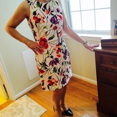 Beautiful floral cocktail  dress ❤️ **my moms closet** Beautiful dress , fitted throughout and flares out just a bit. Very flattering and great quality!!! Worn one time for a wedding. Bought from Macy's. Dresses