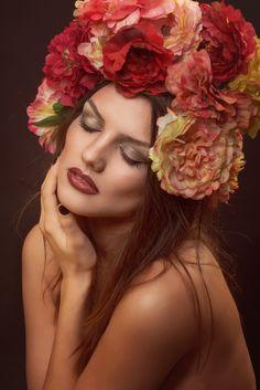 Waiting for marsala's spring Marsala, Beauty Makeup, Waiting, Crown, Spring, Artwork, Fashion, Moda, Corona