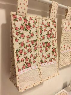 Porta-fraldas em tecidos florais
