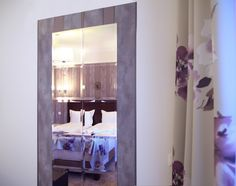 Bratescu Mansion Sparkling Diamond or room number will introduce you to an eclectic atmosphere with floral motifs and lamps adorned with crystal elements. Floral Motif, Floral Prints, Brasov Romania, Sparkling Diamond, Luxury Rooms, Bed Covers, How To Introduce Yourself, Sparkle, Boutique