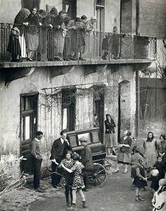 Martin Munkacsi - Girls dancing in the street, Budapest, c. 1923.