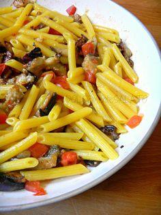 DOLCEmente SALATO: Penne con pomodori, melanzane, mozzarella e olive