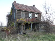 Old Farm House Many Years Ago, 70 Abandoned Old Buildings. left alone to die Abandoned Farm Houses, Old Abandoned Buildings, Old Farm Houses, Old Buildings, Abandoned Places, Abandoned Castles, Modern Buildings, Old Mansions, Abandoned Mansions