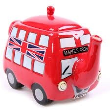 Transport anglais à la capitale de Londre Double deck tourist bus of London. Ceramic tea pot found on eBay.