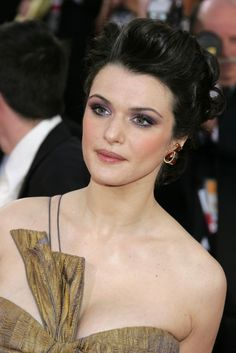 Rachel Weisz with eggplant smokey eyes, at Golden Globes 2006
