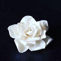 Beautiful and pure porcelain flower #handmade #craftsmanship #porcelain #flower #design #delicate