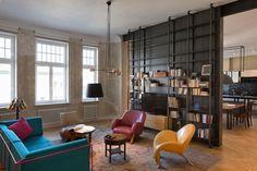 Architekci z pracowni INDOOR zrealizowali projekt renowacji mieszkania znajdującego się w XIX-wiecznej kamienicy w centrum Warszawy. Ich celem było takie odnowienie wnętrz apartamentu, aby stanowiło nowoczesne i funkcjonalne lokum mieszkaniowe, przy jednoczesnym zachowaniu historycznych elementów architektonicznych.